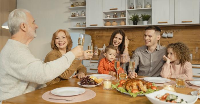 văn hóa trên bàn ăn là nơi định hình tính cách cho trẻ
