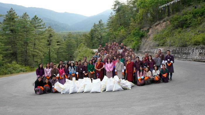 Người Bhutan quan niệm rằng môi trường tự nhiên như lá phổi của họ vậy. Những chính sách tôn trọng và bảo vệ môi trường được quy định rõ trong trong Hiến pháp.
