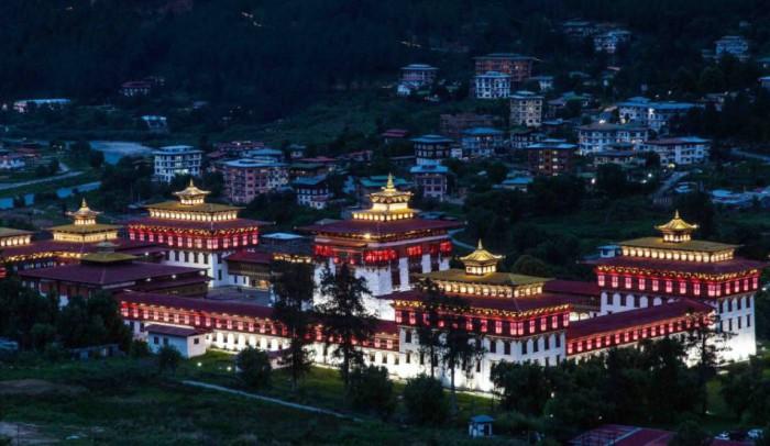 Bhutan có địa thế vô cùng đặc biệt, tọa lạc trên địa hình núi cao và dường như tách bạch với thế giới