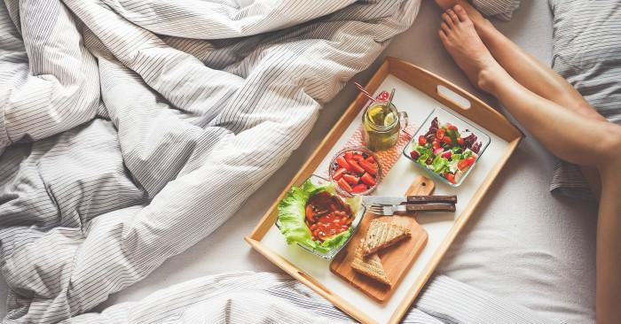 chế độ ăn lành mạnh sẽ giúp giảm cân  hiệu quả. Bánh mì là một thực phẩm được chế biến từ bột mì hoặc từ ngũ cốc được nghiền ra trộn với nước, thường là bằng cách nướng