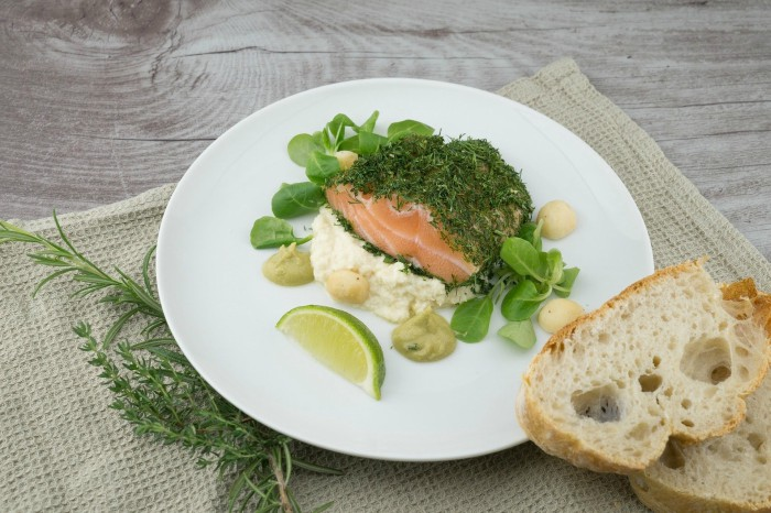 Cá hồi là tên chung cho nhiều loài cá thuộc họ Salmonidae. Nhiều loại cá khác cùng họ được gọi là trout; sự khác biệt thường được cho là cá hồi salmon di cư còn cá hồi trout không di cư, nhưng sự phân biệt này không hoàn toàn chính xác