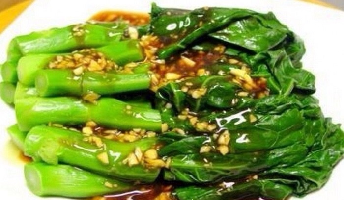 Cải ngồng (tên tiếng anh là Chinese Brocoli) còn được gọi là Cải làn, Cải rổ, Cải Ná thuộc họ thập tự, có mùi vị tương đối giống cải bẹ xanh, thân lá giống súp lơ
