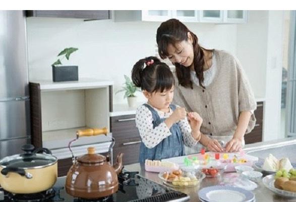 Ấm nước hay ấm đun nước hoặc siêu đun nước là một thiết bị gia đình có kích thước nhỏ, dùng để đun nước. Việc đun sôi nước trong ấm có thể được thực hiện bằng một bếp lò hay bằng chính thiết bị nung nóng sử dụng điện tích hợp sẵn trong ấm nước