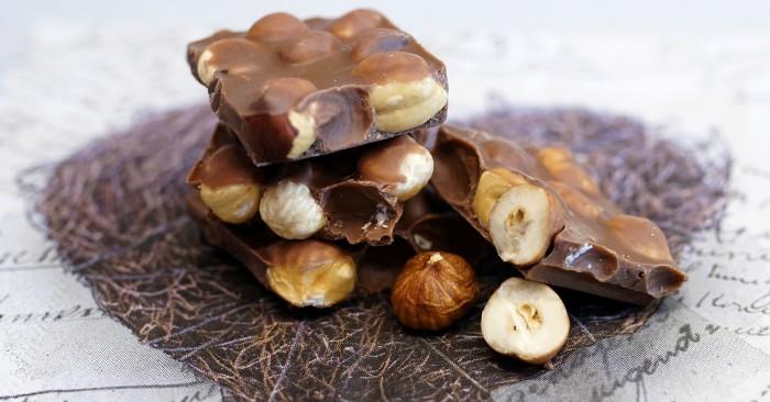 Sô-cô-la là một từ được dùng để diễn tả một loại thức ăn được làm từ quả của cây ca cao. Sô-cô-la là nguyên liệu cơ bản trong rất nhiều những loại kẹo, kẹo sô-cô-la, kem, bánh quy, bánh ngọt, ... Hương vị sô-cô-la là một trong số những hương vị được yêu thích nhất trên thế giớ