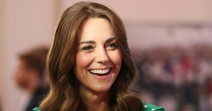 Catherine, Công tước phu nhân xứ Cambridge (Catherine Elizabeth Middleton; sinh vào ngày 9 tháng 1 năm 1982) được biết đến với biệt danh là Kate. Catherine là vợ của Vương tôn William, Công tước xứ Cambridge, con trai trưởng của Charles, Thân vương xứ Wales và Diana, Vương phi xứ Wales. Cô chính thức trở thành Công tước phu nhân xứ Cambridge sau khi kết hôn với Vương tôn William vào ngày 29 tháng 4 năm 2011. Bí quyết dưỡng da của cô bằng tinh chất nụ tầm xuân