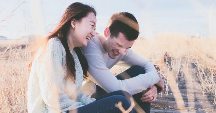 Hôn nhân hạnh phúc đơn giản khi cả hai cùng nhau lắng nghe, cùng nhau chia sẻ.