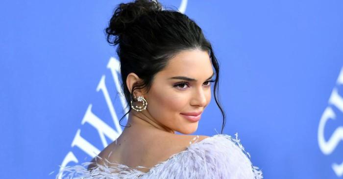Kendall Nicole Jenner (sinh ngày 3 tháng 11 năm 1995)[3] là một người mẫu thời trang và nhân vật truyền hình Mỹ. Kendall Jenner lần đầu tiên được sự chú ý của công chúng là vào năm 2007 khi cô xuất hiện trong show truyền hình thực tế Keeping Up with the Kardashians chiếu trên truyền hình cáp E