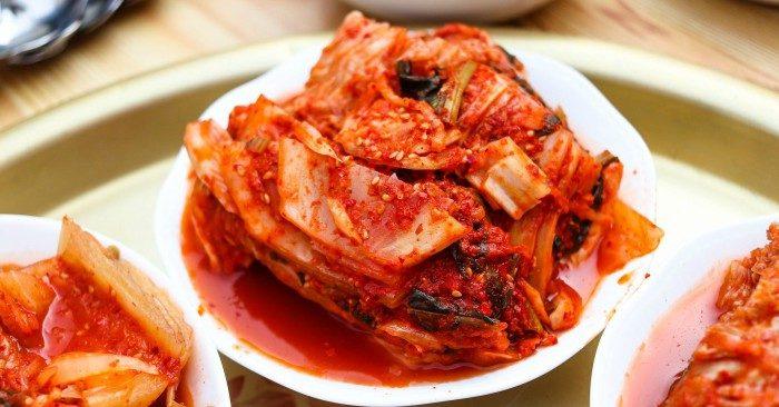 Kim chi là món ăn nổi tiếng không chỉ ở Hàn Quốc mà còn trên khắp thế giới. Năm 2013, Kim chi đã được UNESCO công nhận là di sản văn hóa phi vật thể của nhân loại.