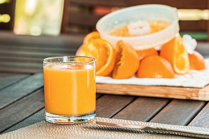 Nước cam tươi mát lành là thức uống rất phổ biến, rẻ tiền và ngon miệng