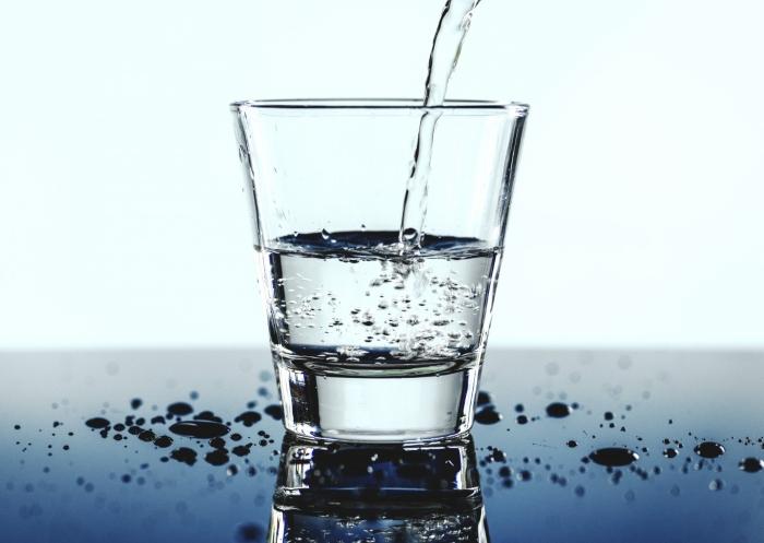 đồ uống lành mạnh: nước lọc cho buổi sáng