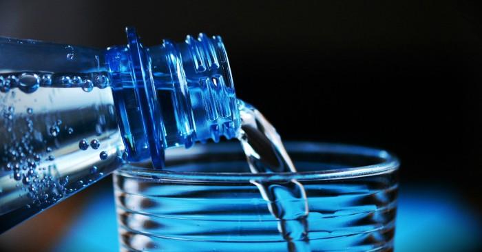 Nước là một hợp chất hóa học của oxy và hidro, có công thức hóa học là H2O. Với các tính chất lý hóa đặc biệt (ví dụ như tính lưỡng cực, liên kết hiđrô và tính bất thường của khối lượng riêng), nước là một chất rất quan trọng trong nhiều ngành khoa học và trong đời sống