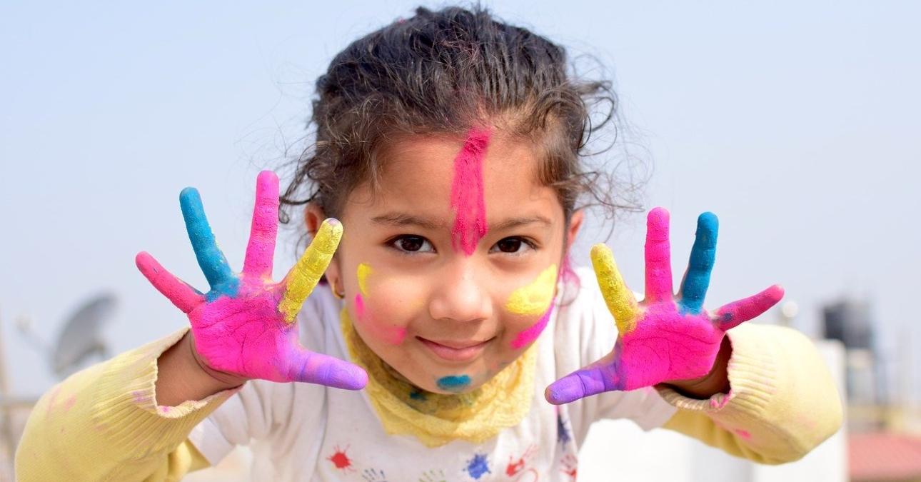 Tuổi thơ hay thời thơ ấu là khoảng tuổi từ khi sinh ra đến tuổi thiếu niên; bao gồm hai giai đoạn: giai đoạn tiền hoạt động và giai đoạn vận hành cụ thể. Trong tâm lý học phát triển, tuổi thơ được chia thành các giai đoạn phát triển: trẻ mới biết đi (học đi bộ), thời thơ ấu (tuổi chơi), tuổi giữa thơ ấu (tuổi đi học) và tuổi thiếu niên (dậy thì đến sau tuổi dậy thì). Các yếu tố thời thơ ấu khác nhau có thể ảnh hưởng đến sự hình thành thái độ của một người.