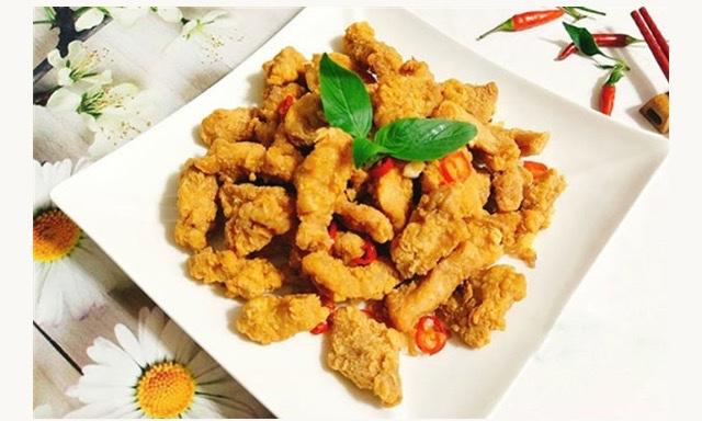 Thịt lợn đặc biệt giàu thiamin, một trong những vitamin nhóm B đóng một vai trò thiết yếu trong các chức năng của cơ thể. Thịt lợn cũng chứa nhiều selenium, kẽm là chất cần thiết cho một bộ não và hệ thống miễn dịch khỏe mạnh.Creatine trong thịt là một nguồn năng lượng cho cơ bắp
