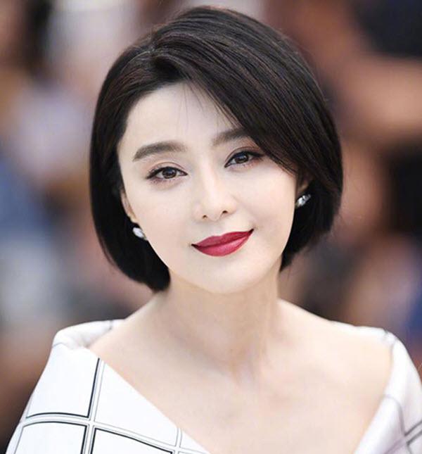 Phạm Băng Băng là một trong những Đại hoa đán thuộc Song Băng ngang hàng Tứ đại Hoa đán Trung Quốc và Thư Kỳ,Thang Duy. Cô được xem là một biểu tượng sắc đẹp và thời trang tại Trung Quốc và Châu Á. Cô từng nhận giải Nữ diễn viên xuất sắc nhất Liên hoan phim quốc tế Tokyo, LHP Sinh viên Bắc Kinh, LHP Á Âu, lễ trai giải Hoa Đỉnh, LHP quốc tế Tokyo, LHP Quốc tế Busan và Giải điện ảnh Bách Hoa, Kim Kê. Năm 2010 cô từng được tờ Tin tức Bắc Kinh bình chọn là người phụ nữ đẹp nhất Trung Quốc, trích từ danh sách lựa chọn thường niên 50 người đẹp nhất Trung Quốc của Tin tức Bắc Kinh. Cô được bầu chọn lọt Top 100 người ảnh hưởng nhất Thế giới do tạp chí TIME của Mỹ bầu chọn (2017), Top 2 Người đẹp nhất thế giới do tạp chí TIME bầu chọn (2017). Cô luôn đạt Top 1 nữ diễn viên quyền lực và thu nhập cao nhất Trung Quốc 5 năm liền (2013 - 2017). Cô vinh dự đứng ở Top 5 nữ minh tinh có thu nhập cao nhất thế giới (2016). Thành viên Ban giám khảo Liên hoan phim Cannes lần thứ 70 (2017). Năm 2017, cô được kết nạp vào Viện hàn lâm Khoa học Điện ảnh và là thành viên trẻ tuổi nhất