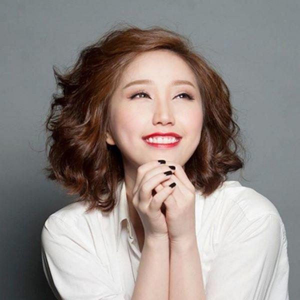 Bảo Thy có tên thật là Trần Thị Thúy Loan (sinh ngày 02 tháng 06 năm 1988 tại Thành phố Hồ Chí Minh) là một nữ ca sĩ, nhạc sĩ, diễn viên điện ảnh, người dẫn chương trình, người mẫu ảnh kiêm nhà kinh doanh người Việt Nam. Cô được khán giả biết đến sau khi lọt vào top 10 người đẹp nhất theo bình chọn của trò chơi trực tuyến Võ Lâm Truyền Kỳ vào năm 2006 và còn là thí sinh gây ấn tượng nhất trong đêm Gala Miss Audition 2007. Cô được xem như là một trong những ca sĩ đầu tiên và thành công nhất của dòng nhạc teen pop nói riêng và phong trào ca sĩ nổi tiếng từ thế giới mạng nói chung.