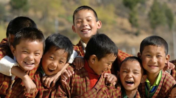 Phần lớn người dân đều theo đạo Phật và ăn chay, họ luôn tin vào luật nhân quả nên sống rất từ bi, nhân ái và làm những việc tốt cho người khác.