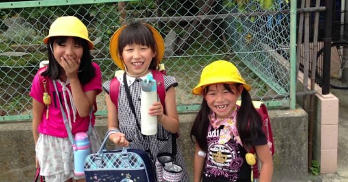 Cha mẹ Nhật luôn dạy con tự lập từ nhỏ. Trẻ em cũng có thể được hiểu trong mối quan hệ gia đình với bố mẹ (như con trai và con gái ở bất kỳ độ tuổi nào