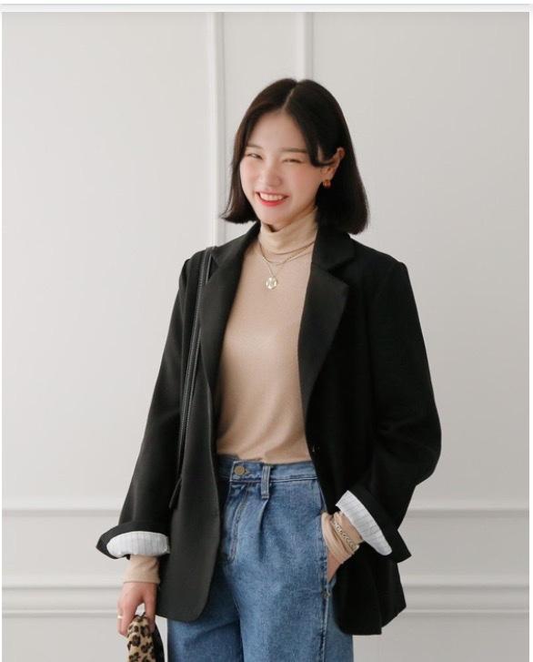 Jeans (Miền Bắc Việt Nam gọi là quần bò) là một loại quần xuất xứ từ các nước phương Tây, và là một trong những biểu tượng của xã hội phương tây vào thế kỷ XX. Cụ thể, nó đã từng là biểu tượng cho tuổi trẻ, sự phản kháng, tự do và cho chủ nghĩa cá nhân của mọi tầng lớp nhân dân ở phương tây. Đây là phần y phục được bán nhiều nhất trên thế giới. Cả hai giới tính và mọi tầng lớp xã hội, thuộc nhiều nền văn hóa đều có thể mặc jeans.