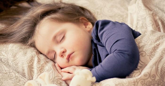 bé sinh vào tháng 12, thường có thói quen sinh hoạt vào ban ngày; chúng ngủ sớm và dậy sớm hơn những đứa trẻ sinh vào tháng 6.
