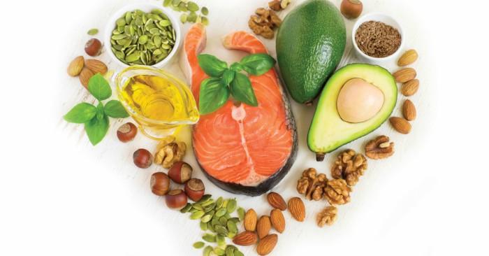 Cá hồi là lại thực phẩm giàu Omega-3 tốt cho sưc khỏe... Phòng ngừa bệnh này bao gồm việc giảm các yếu tố nguy cơ, cũng như có thể là aspirin, statin, phẫu thuật để mở các động mạch lên não ở những người bị hẹp có vấn đề và warfarin ở những người bị rung tâm nhĩ. tai biến hoặc TIA thường yêu cầu chăm sóc khẩn cấp. tai biến do thiếu máu cục bộ, nếu được phát hiện trong vòng ba đến bốn giờ rưỡi, có thể được điều trị bằng thuốc có thể phá vỡ cục máu đông. Bác sĩ khuyến cáo nên sử dụng Aspirin. Một số tai biến xuất huyết được hưởng lợi từ phẫu thuật. Điều trị để cố gắng phục hồi chức năng bị mất được gọi là phục hồi tai biến và lý tưởng nhất là diễn ra trong một đơn vị chữa tai biến; tuy nhiên, những thứ này không có sẵn ở nhiều nơi trên thế giới.