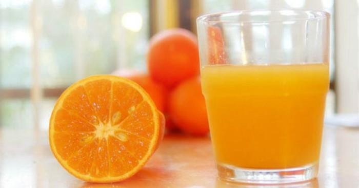 Nước cam có chứa flavonoid có lợi cho sức khỏe và là một nguồn cung cấp các chất chống oxy hóa hesperidin. Đồng thời trong nước cam có chứa nhiều vitamin C,có tác dụng tăng cường đề kháng, chống mệt mỏi