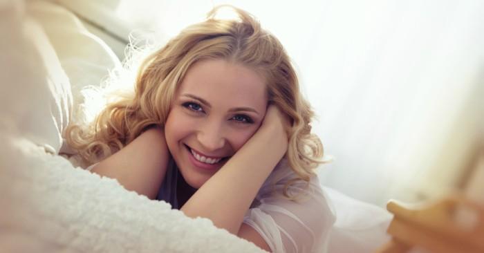 Người phụ nữ xinh đẹp hạnh phúc khi tìm thấy sự nhẹ nhàng từ nội tâm