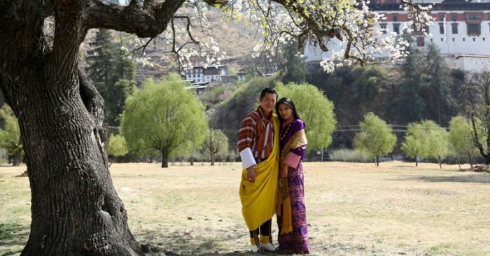 Vua Khesar và hoàng hậu Pema xinh đẹp
