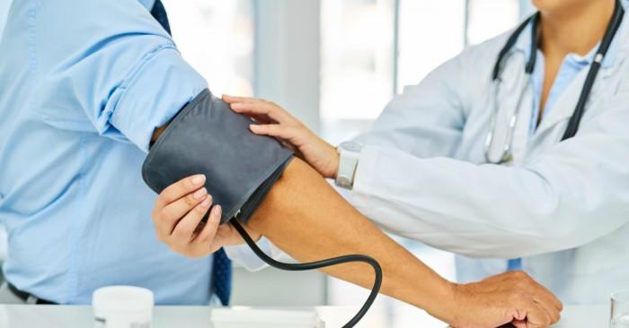 Trong năm 2013, khoảng 6,9 triệu người bị tai biến do thiếu máu cục bộ và 3,4 triệu người bị tai biến do xuất huyết. Năm 2015 có khoảng 42,4   hàng triệu người trước đây bị tai biến và vẫn còn sống. Từ năm 1990 đến 2010, số lượng tai biến xảy ra mỗi năm giảm khoảng 10% ở các nước phát triển và tăng 10% ở các nước đang phát triển. Năm 2015, tai biến là nguyên nhân gây tử vong thường gặp thứ hai sau bệnh động mạch vành, chiếm 6,3   triệu người chết (11% tổng số). Khoảng 3,0 triệu ca tử vong do tai biến do thiếu máu cục bộ trong khi 3,3 triệu ca tử vong do tai biến do xuất huyết. Khoảng một nửa số người bị tai biến sống được dưới một năm.  Nhìn chung, hai phần ba tai biến xảy ra ở những người trên 65 tuổi.