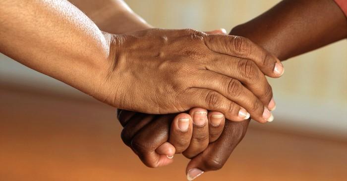 Bắt tay là một phần quan trọng của giao tiếp và cũng là một nghi thức ngắn trong đó hai người nắm lấy bàn tay của nhau, cách thức bắt tay chặt hay lỏng, thời gian bắt tay dài hay ngắn cũng thể hiện được thái độ và cách cư xử khác nhau của từng đối tượng.