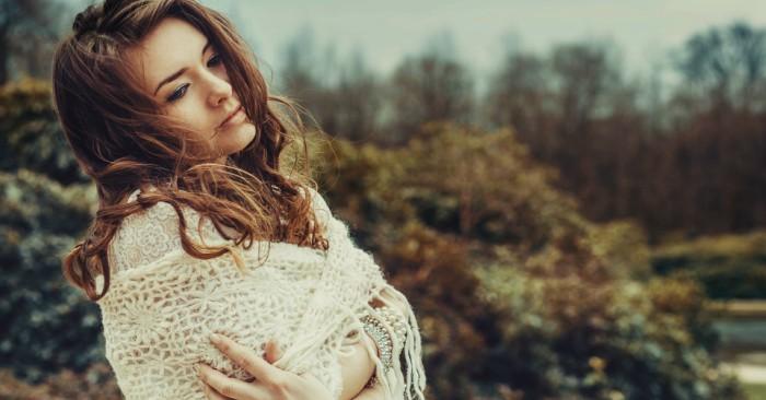 Người phụ nữ mạnh mẽ cảm thấy mệt mỏi và kiệt sức khi phải gồng mình trước quá nhiều thứ của cuộc sống.