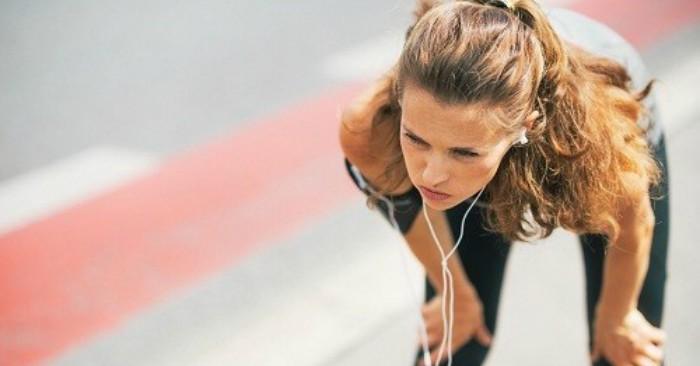 Chạy bộ là một hình thức tập thể dục rất tốt, phù hợp với tất cả mọi người và đặc biệt nó giúp nhiều phụ nữ có vóc dáng thon gọn, ổn định trọng lượng cơ thể. Khi chạy, toàn bộ cơ thể sẽ chuyển động theo từng bước chạy. Vì thế không chỉ có bắp chân, đùi tham gia vào hoạt động này, mà còn có cả cơ bụng, tay, cổ… Nhờ đó tuần hoàn máu tốt hơn. Nhưng nếu bạn có thói quen chạy nhanh và thời gian liên tục sẽ gây hại cho sức khỏe.