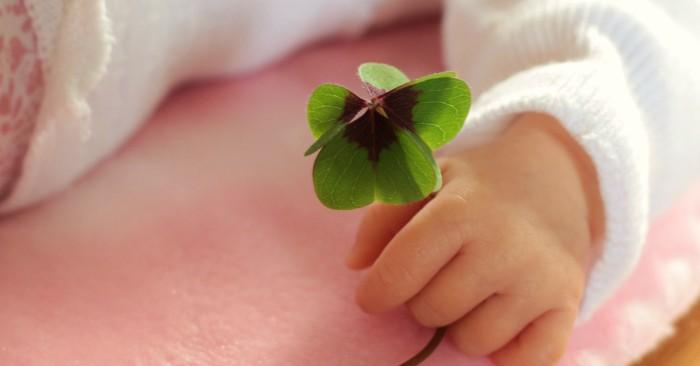 Màu sắc tượng trưng cho sự hy vọng và phát triển. bé sinh tháng 12 có màu sắc tượng trưng này.