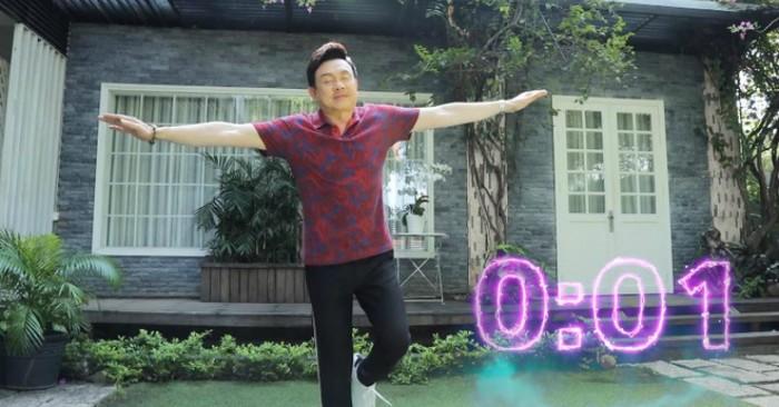 Hình ảnh cố nghệ sĩ Chí Tài tham gia bài test nhanh phát hiện nguy cơ đột qụy trong một chương trình.