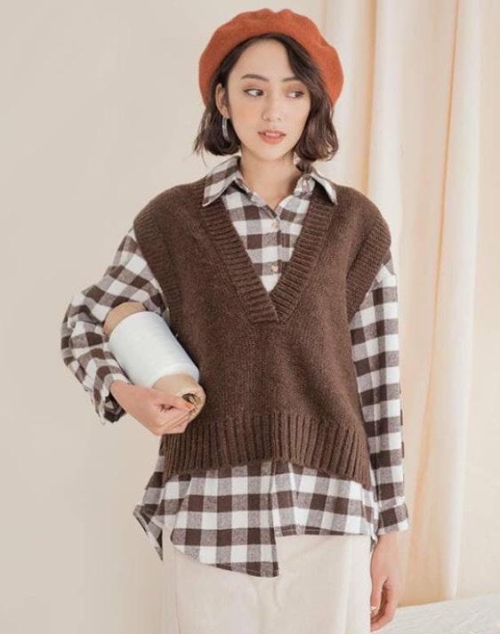 Gi lê (còn được viết là gi-lê, ghi lê, di lê, vay mượn tiếng Pháp: gilet)[ hay chính xác là, là một loại áo cánh nhỏ mặc bên ngoài, không có tay không có bâu áo. Áo gi lê được xem như một phần dành cho bộ com lê ba mảnh, trang phục chính thức của nam giới. gilet len được biến tấu để đáp ứng nhu cầu thời trang.