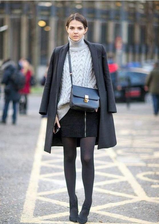 với cách phối đồ mùa đông hoàn hảo áo len +chân váy ngăn + áo khóa dáng dài mang đến vẻ đẹp sang chanh cho bạn gái