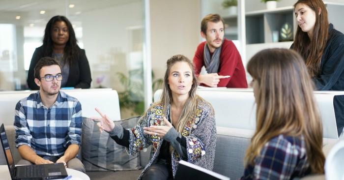 Phụ nữ tuổi 30, đang trên con đường khẳng định bản thân trong công việc. Khả năng làm việc nhóm của họ tuyệt vời