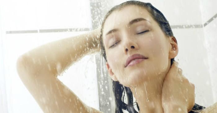 Người trẻ thường có thói quen tắm đêm muộn; điều này cũng gây ra hậu quả xấu cho sức khỏe và nguy cơ tai biến mạch máu não rất cao.