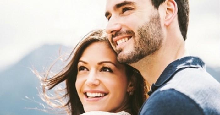 Cười hoặc Tiếng cười là một Phản xạ có điều kiện của loài người, là hành động thể hiện trạng thái cảm xúc thoải mái, vui mừng, đồng thuận và là một loại Ngôn ngữ cơ thể thường được dùng như một cách gián tiếp, xã giao thường ngày giữa con người với con người.