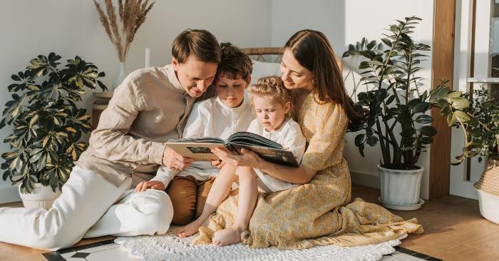Nuôi dạy con cái hoặc làm cha mẹ là quá trình thúc đẩy và hỗ trợ sự phát triển về thể chất, cảm xúc, xã hội và trí tuệ của trẻ từ khi còn nhỏ đến khi trưởng thành.