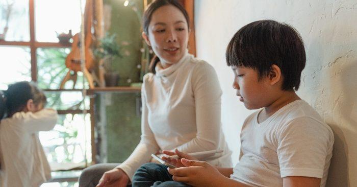 Cha mẹ đừng nên trách mắng con vào 4 thời điểm này