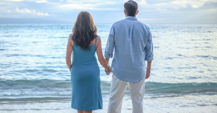Để hôn nhân hạnh phúc, cần lắm sự bao dung của cả hai. hãy nắm chặt tay nhau đừng vì những xích mích nhỏ mà buông rời nhau nhé!