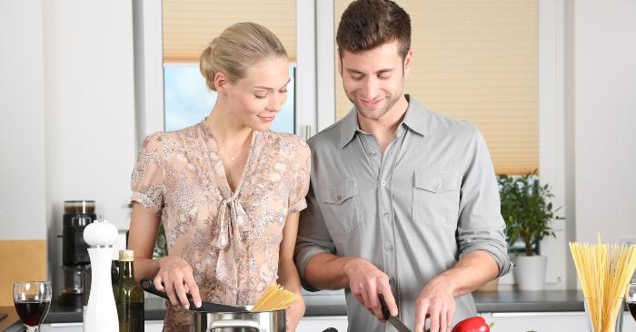Nấu ăn là một nghệ thuật, kỹ thuật và nghề thủ công từ việc chuẩn bị nguyên vật liệu đến sơ chế thức ăn, chế biến thức ăn, đến khâu trang trí sắp xếp bố trí món ăn cho hợp lý phù hợp với nhiều loại hình món ăn khác nhau, thành phẩm của việc nấu ăn có thể được chế biến sử dụng bằng nhiệt hoặc không quan nhiệt.