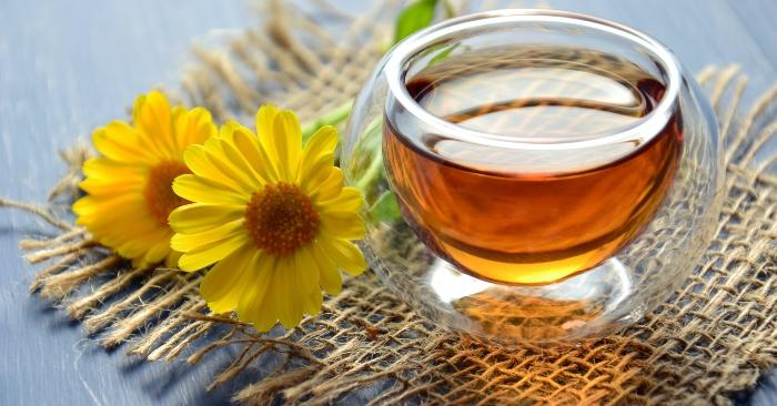 Mật ong là hỗn hợp của các loại đường và một số thành phần khác. Về thành phần carbohydrat, mật ong chủ yếu là fructose (khoảng 38,5%) và glucose (khoảng 31,0%). Các carbohydrat khác trong mật ong gồm maltose, sucrose và carbohydrat hỗn hợp