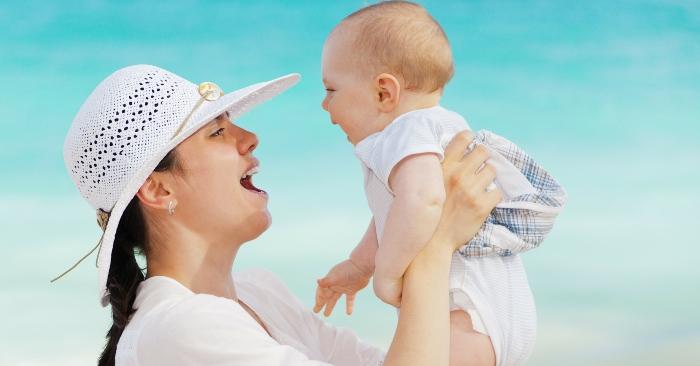 Mẹ có công lớn nhất là nuôi dưỡng và giáo dục đối với đứa con mình sinh ra. Quá trình nuôi dưỡng bắt đầu sau khi mang thai và sau khi sinh cho đến khi trưởng thành. Chính vì đặc điểm đó mà người mẹ có vai trò đặc biệt với mỗi chúng ta.