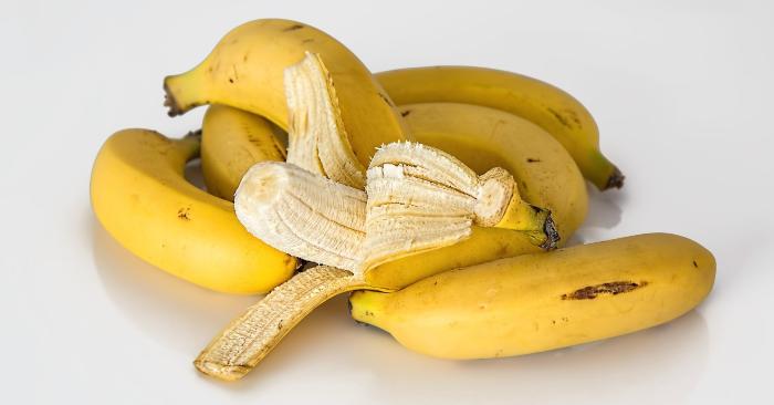 Chuối giúp điều trị loét đường tiêu hóa, trong quả chuối tiêu chứa một chất có tác dụng kích thích sản sinh các tế bào niêm mạc dạ dày để bảo vệ thành dạ dày nên hạn chế được khả năng chảy máu dạ dày. Chuối còn điều trị bệnh mẩn ngứa da và cắt cơn ho, thực tế đã chứng minh vỏ của quả chuối tiêu có một hợp chất khống chế được vi khuẩn và nấm gây ngứa da, trị mụn cơm..