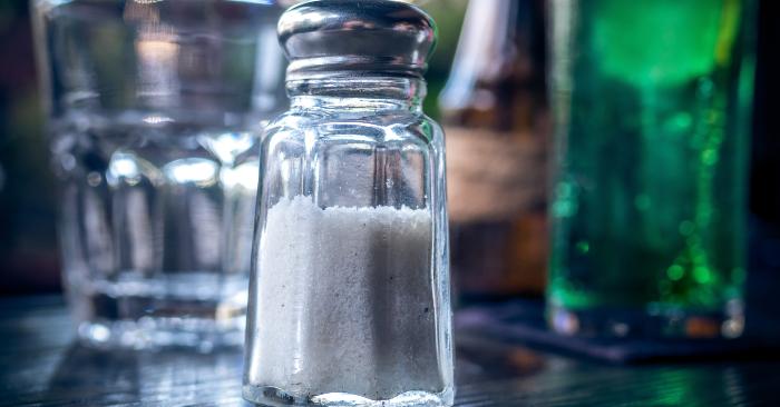 Muối ăn hay trong dân gian còn gọi đơn giản là muối  là một khoáng chất, được con người sử dụng như một thứ gia vị tra vào thức ăn. Có rất nhiều dạng muối ăn: muối thô, muối tinh, muối iốt. Đó là một chất rắn có dạng tinh thể, có màu từ trắng tới có vết của màu hồng hay xám rất nhạt, thu được từ nước biển hay các mỏ muối.