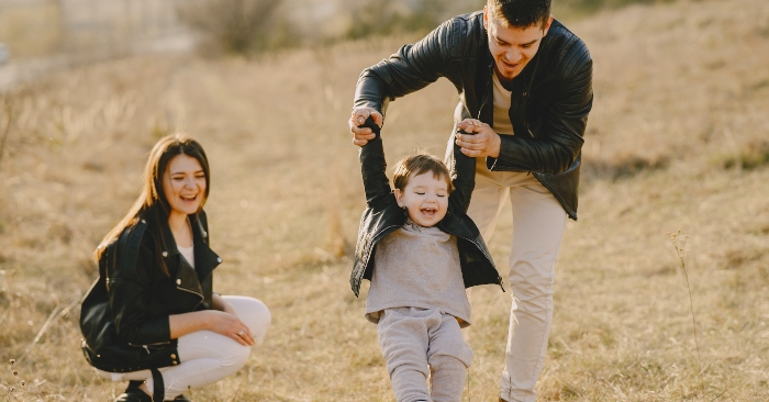 Gia đình là một cộng đồng người sống chung và gắn bó với nhau bởi các mối quan hệ tình cảm, quan hệ hôn nhân, quan hệ huyết thống,[1] quan hệ nuôi dưỡng và/hoặc quan hệ giáo dục. Gia đình có lịch sử từ rất sớm và đã trải qua một quá trình phát triển lâu dài. Thực tế, gia đình có những ảnh hưởng và những tác động mạnh mẽ đến xã hội.