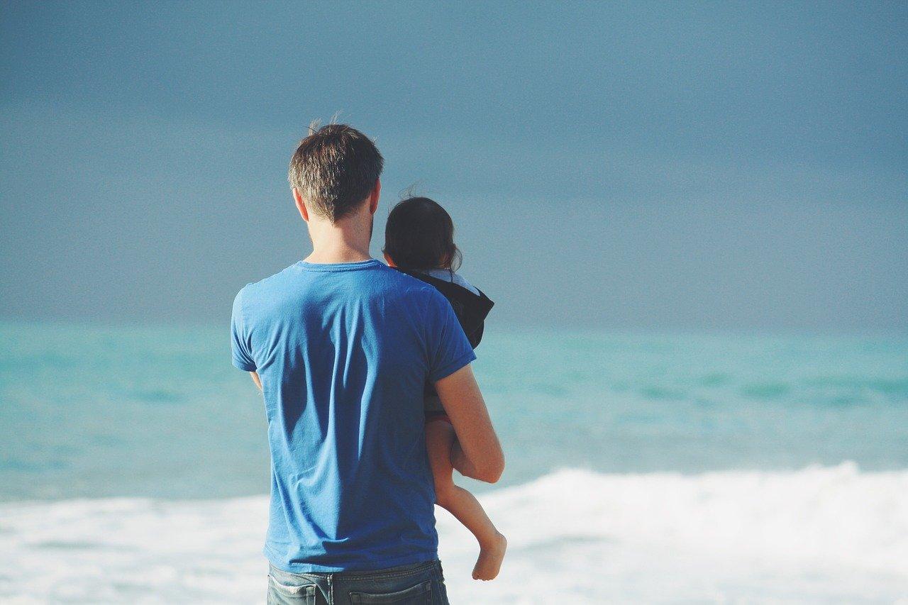 Cha mẹ áp đặt mong ước của bản thân là lỗi dạy con thường gặp. Bất kỳ ai cũng mong muốn con mình sẽ trở nên thành công trong cuộc sống sau này dù ở lĩnh vực này. Chính vì vậy, họ thường đặt ra các mục tiêu cao với kỳ vọng con sẽ đạt được mà không để tâm vào suy nghĩ của con. Những kỳ vọng một phần sẽ thúc đẩy trẻ thể hiện tốt hơn, nhưng nếu mục tiêu không thực tế, trẻ có thể mắc các chứng rối loạn như mất ngủ, giận dữ, mệt mỏi hoặc lo lắng.