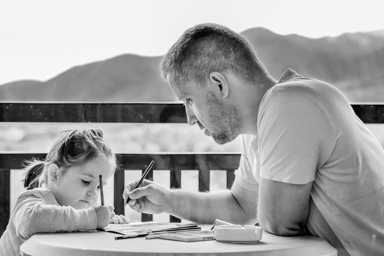 Lỗi dạy con... Cha mẹ làm gương cho con là phương pháp dạy con hiệu quả nhất.