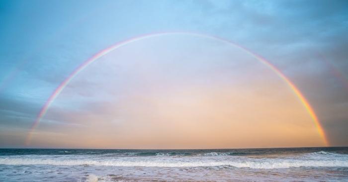Cầu vồng hay mống là hiện tượng tán sắc của các ánh sáng từ Mặt Trời khi khúc xạ và phản xạ qua các giọt nước mưa. Ở nhiều nền văn hóa khác nhau, cầu vồng xuất hiện được coi là mang đến điềm lành cho nhân thế.
